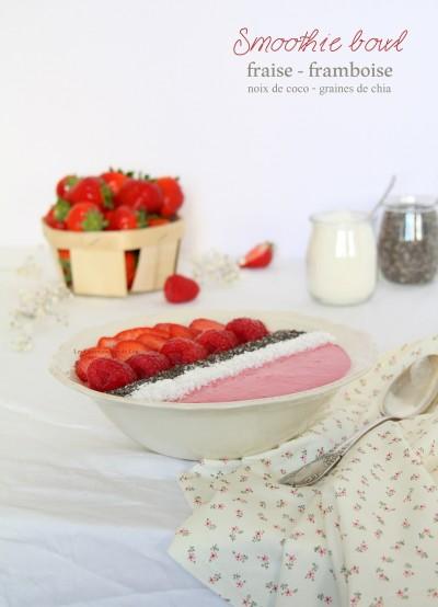 Smoothie bowl fraise - framboise - noix de coco - graines de chia