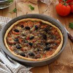 Tarte au thon, tomates et olives
