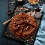 Crêpes au chocolat – sauce chocolat – noisettes torréfiées