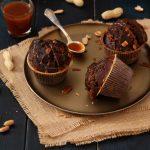 Muffins au chocolat – cacahuètes et caramel au beurre salé