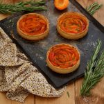 Tartelettes aux abricots, miel et romarin